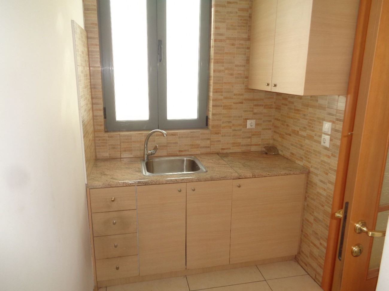 Building for Rent in Ellinorwswn, Athens City Center, Greece