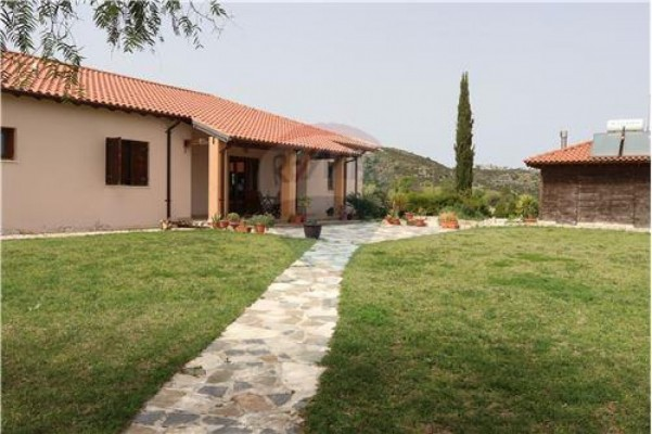 Bungalow for Sale in Armou, Paphos, Cyprus